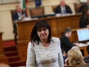 Караянчева: Няма решение Цветанов да напусне! ГЕРБ сме единни!