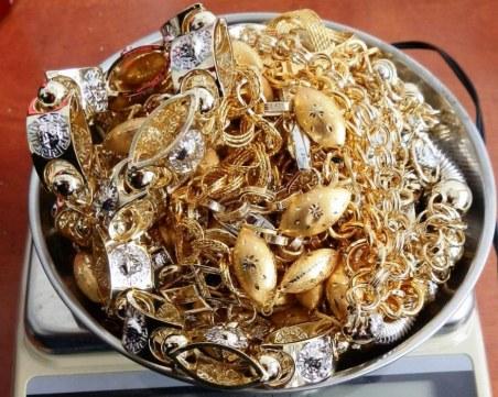 Близо килограм контрабандни златни накити откриха на