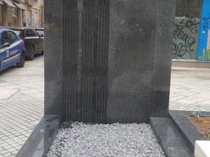 Пореден абсурд с ремонтите в София – надгробна плоча на пл.