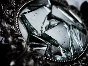 Ето защо счупеното огледало носи 7 години нещастна любов