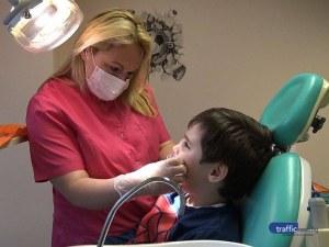 Младите лекари на Пловдив: Рисунки и играчки успокояват децата в стоматологичния кабинет на д-р Александрова