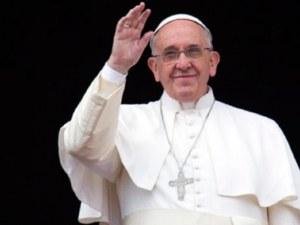 Папата си призна защо не дава да му целуват пръстена