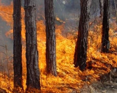Пожар застигна мъж на път към дома му, почина в линейка