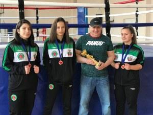 Девойките на Първенец с титла и два сребърни медала в бокса СНИМКИ
