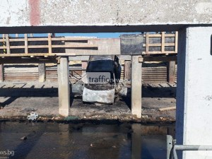 Майката карала колата ковчег от огнената каскада с три трупа на