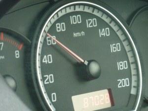 След 3 години новите коли няма да могат да се движат с превишена скорост