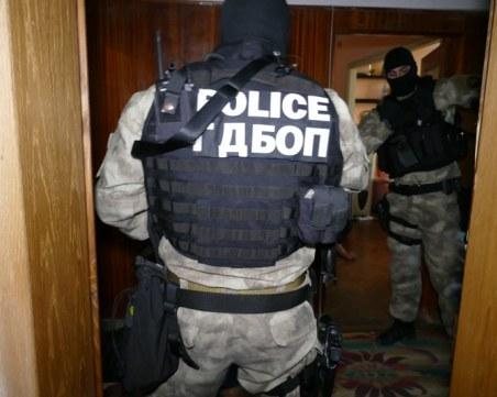 Антимафиоти и спецпрокурори нахлуха в пернишката ДАИ