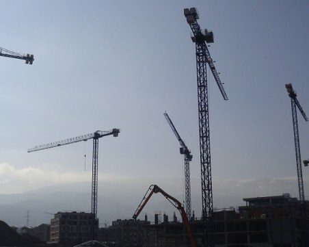 Свръхрегулация в строителството: Сменяш сифона под държавен надзор!