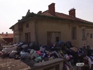 Имот в Сопот – екобомба! Камари с боклуци, гарнирани с плъхове и боеприпаси