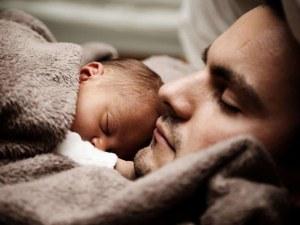 Брюксел реши: Бащите поне с 10 дни отпуск около раждането на дете!