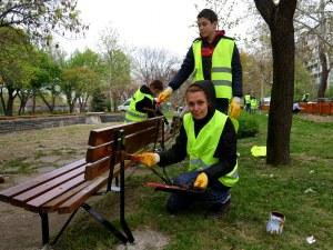 Доброволци от Либхер разкрасиха четири парка в Пловдив