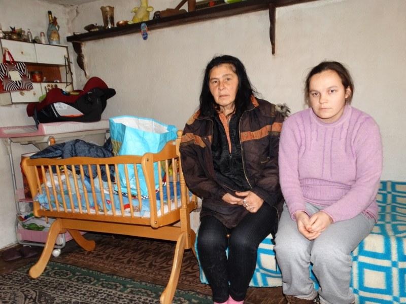 Бебето беглец Александър: Отнето, върнато, сега обгрижвано от цяло село