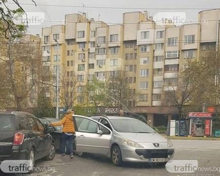 Пловдивчанин спря безобразно колата си, за да разтовари стока, резултатът – катастрофа