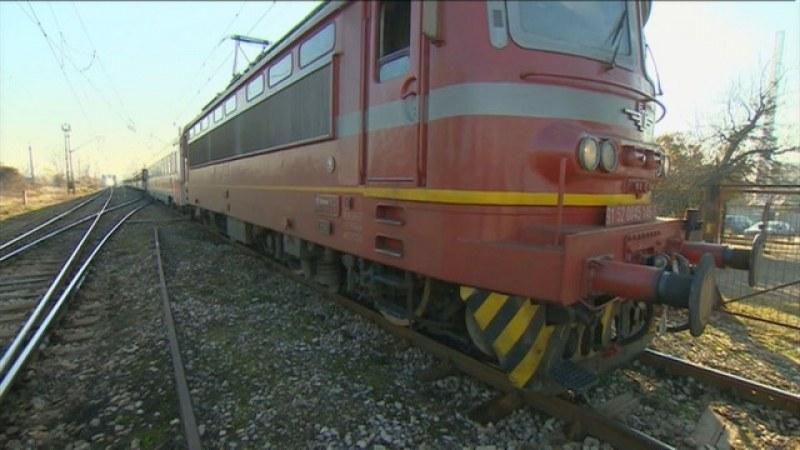 Пламна локомотив на влак с 67 пътници между Пловдив и Чирпан