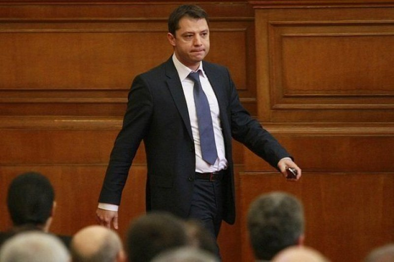 За втори път: Делян Добрев подава оставка като депутат