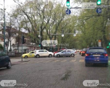 Катастрофа затруднява движението на кръстовище в центъра на Пловдив