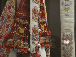 Маказ, катаница, бабица... Кои са символите в българската шевица?