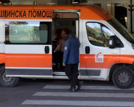 Двумесечно бебе падна в Радомир, докараха го в столична болница