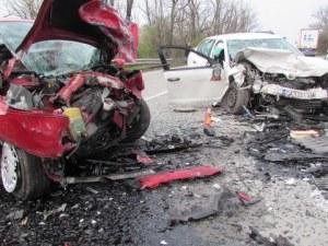 Пътен ад край Плевен след челен удар на две коли: Две жертви!