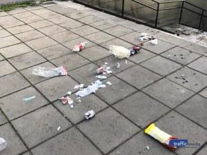 Пловдивски вандали решиха, че мястото на боклука не е в кошчето