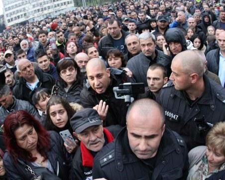 Към Габрово прииждат хора от други градове! Очаква се най-масовият протест днес
