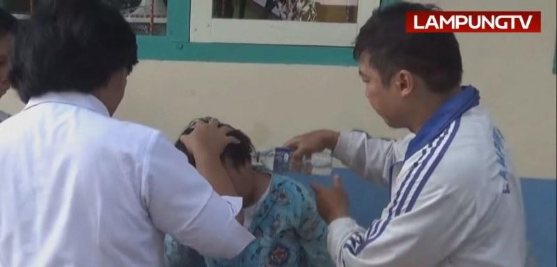 Масова практика в Индонезия: Демони обладават ученици преди изпити