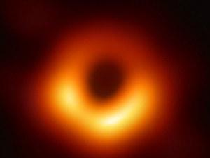 С телескопите, с които заснехме черна дупка, можем да четем вестник на 10 000 км от нас
