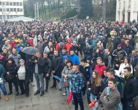 10 с ножове, палки и боксове арестувани в Габрово, протестът кротък и мирен