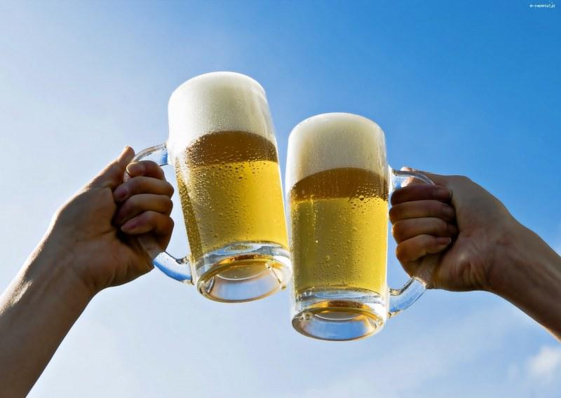 Бирата се пие на големи глътки и не се разклаща! Какво съветват още разбирачите?