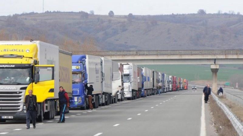 Наши тираджии плашат с блокада границата с Турция, комшиите надуват 20-30 пъти глобите