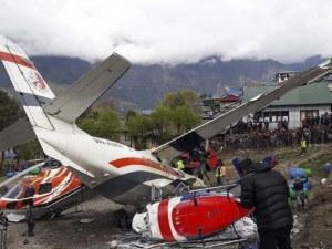 Двама загинаха, петима са ранени при тежка авиокатастрофа в Непал