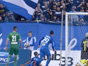 Лудогорец отказа Левски от титлата, фенове нахлуха на терена