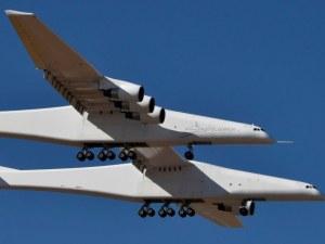 Най-големият самолет на света полетя за първи път