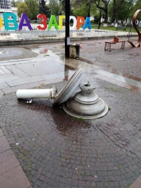 16-годишен вандал потроши чешма в Нова Загора, задържаха го!