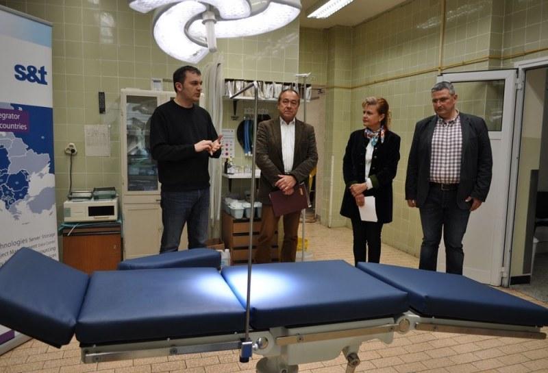 Дариха операционна маса на Клиниката по очни болести в Пловдив