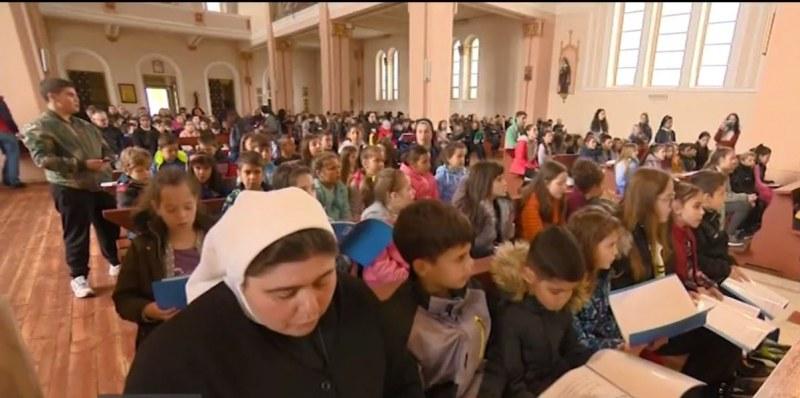 Децата, на които папата ще направи първо причастие, направиха репетиция в Раковски