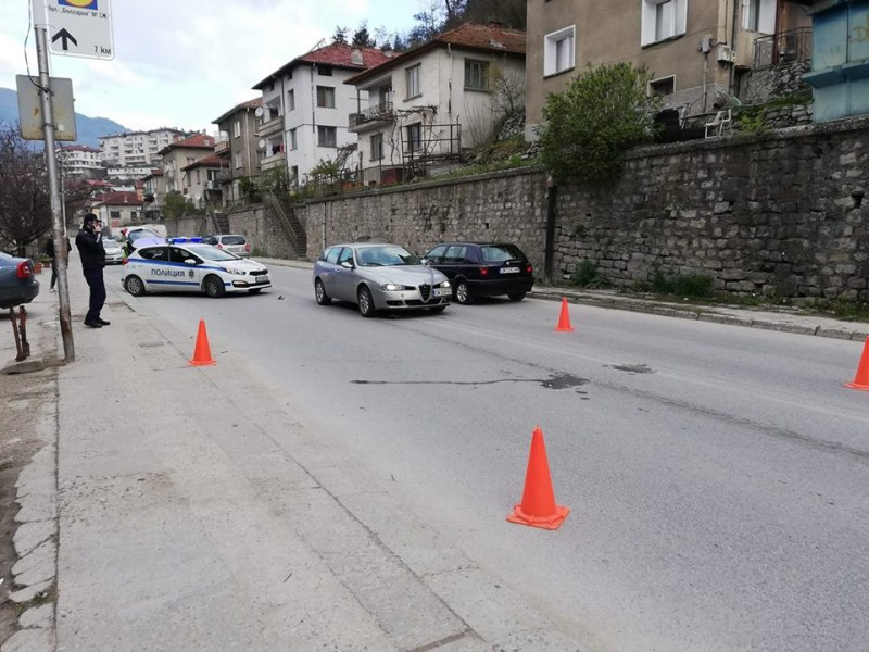 Тежка катастрофа на път в Смолян, 15-годишно момче е в болница