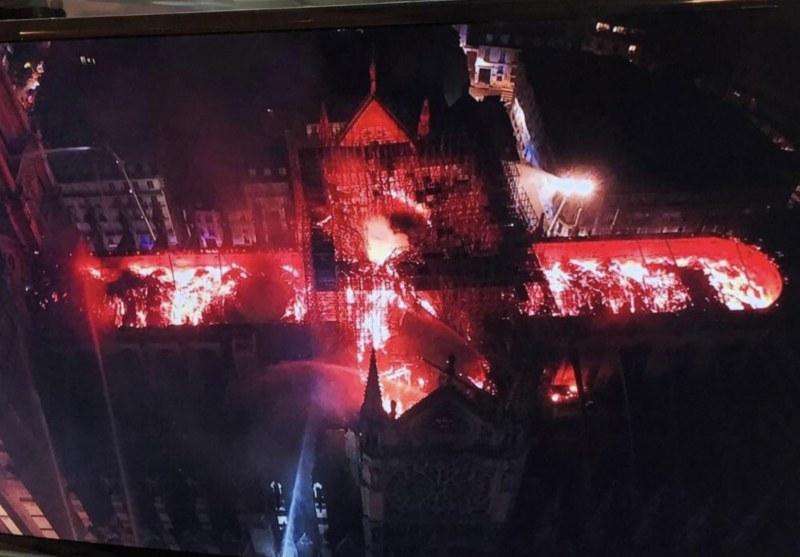 Кадър от дрон показва мащаба на стихията в Париж. Макрон със силна реч