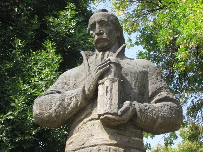 Париж помни: Колю Фичето спасява Нотр Дам преди 150 години