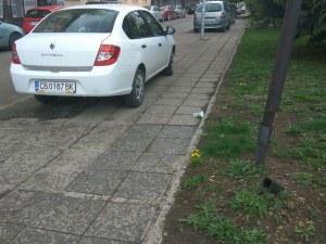 Бай Ганьо винаги ще си намери паркомясто. Дори и да е на тротоара