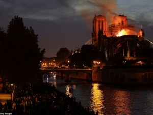 Футболът разтърсен от трагедията с парижката катедрала