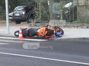 Шофьорка отнесе моторист на кръстовище в Пловдив, мъжът е в болница