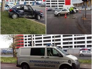 Тежка катастрофа в Пловдив! Две коли се помляха, мъж е откаран със счупени ребра в болница