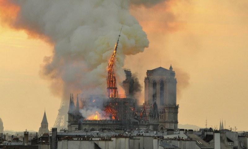 Французите - единни и сплотени в трагедията! Събраха 880 млн. евро за възстановяването на Нотр Дам