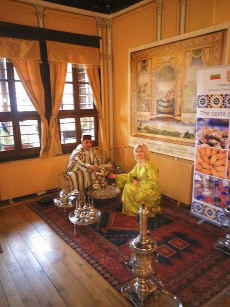 Мароко опи Пловдив с чай в автентичен съд на век и половина