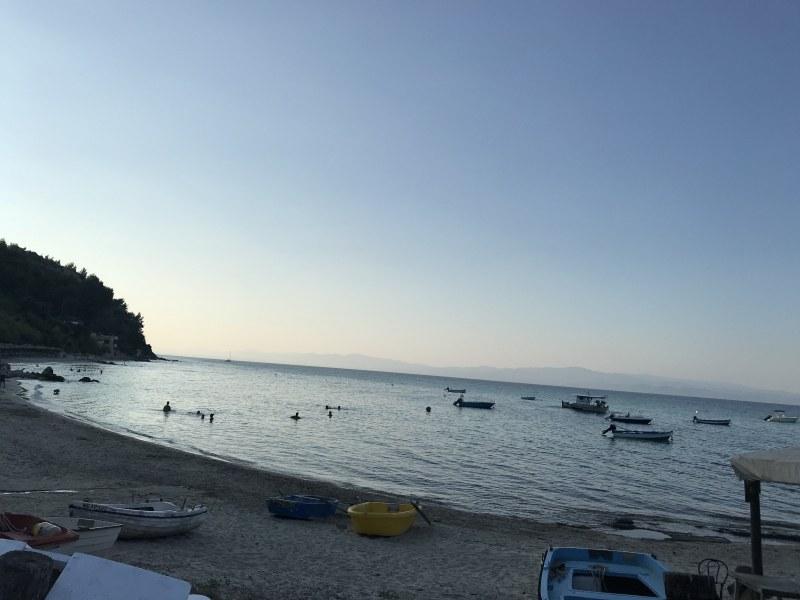 Спират кораби и фериботи в Гърция в почивен за България ден