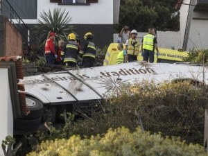 Автобус се обърна, 28 души са убити на остров Мадейра