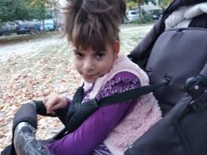 Пловдивски ученици събират средства, за да може Дари да проходи