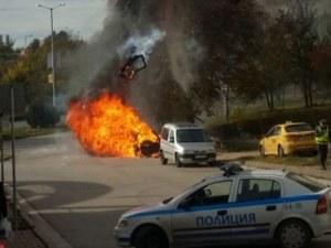Кола пламна като факла в София, изгоря за минути!