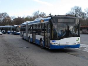 Мъж е с опасност за живота след рязко спиране на автобус във Варна